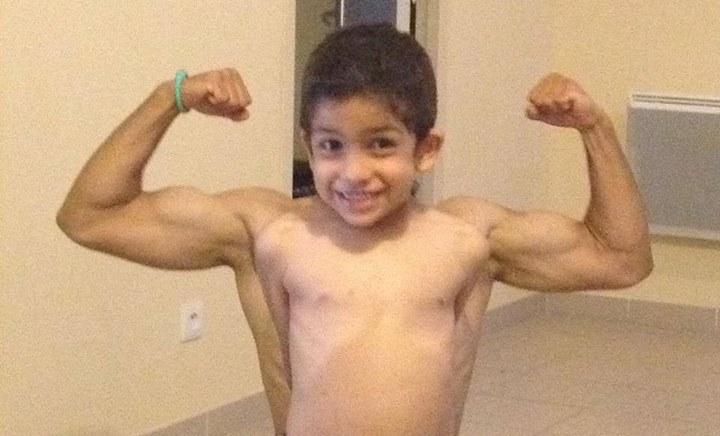 Vous pouvez apprendre à vos enfants à montrer leurs biceps